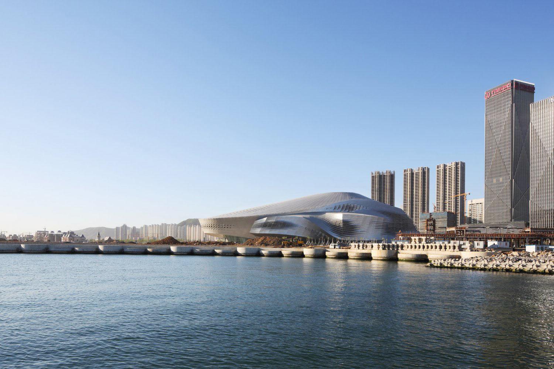 Фото здания в даляне международных конференций